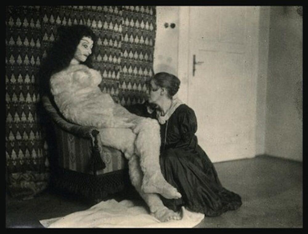 La bambola di Kokoschka con l'artigiana di Monaco che l'aveva creata