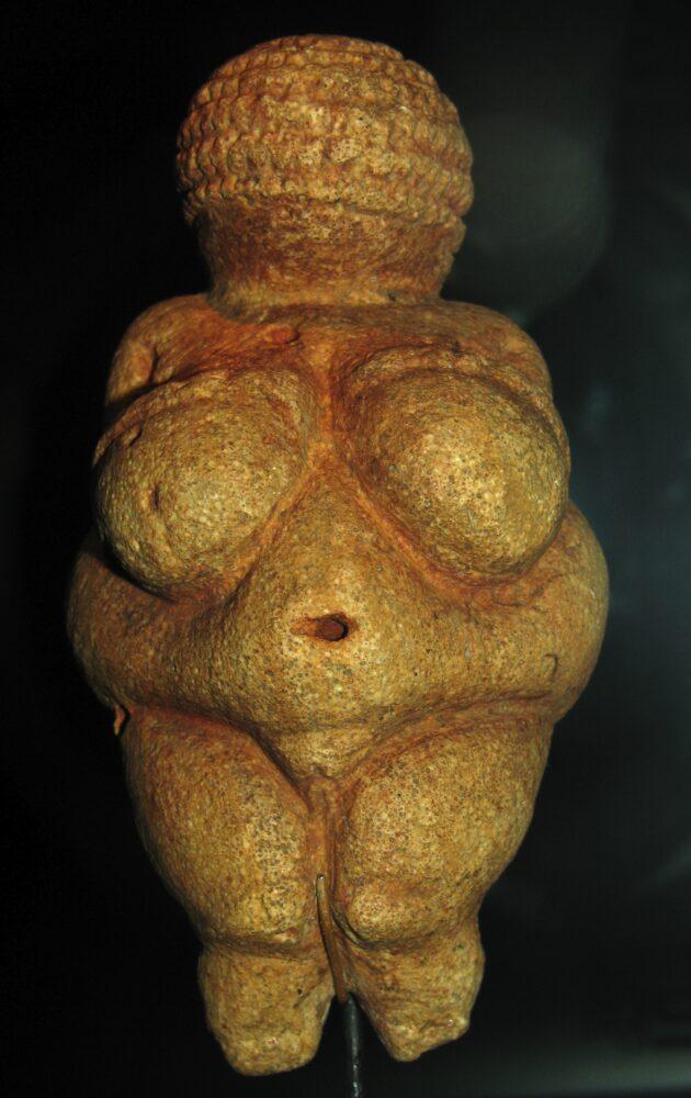 Venere di Willendorf, Austria - di Don Hitchcock - Opera propria, CC BY-SA 3.0