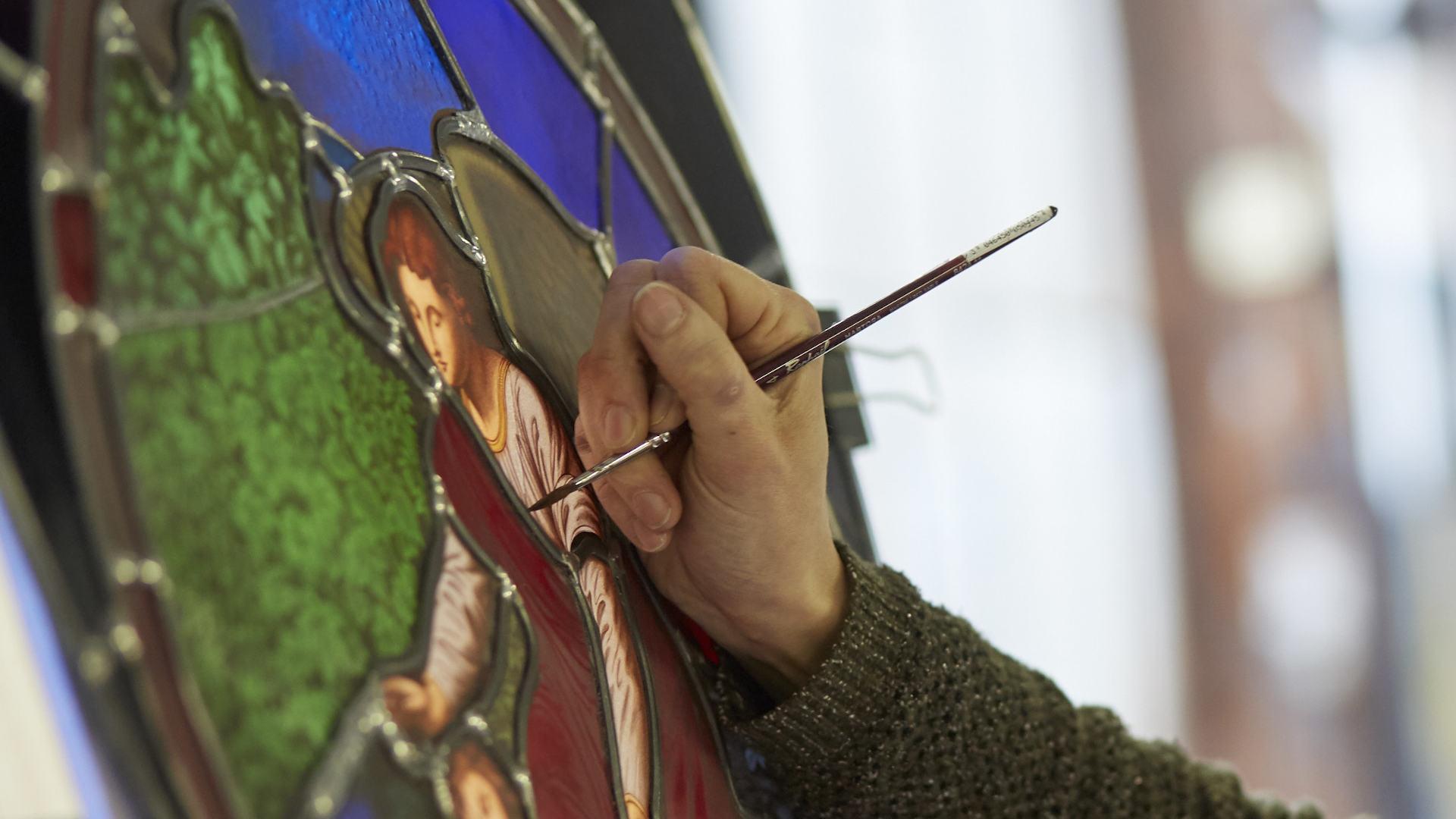 La magnifica cattedrale di Chartres e l'arte della vetrocromia