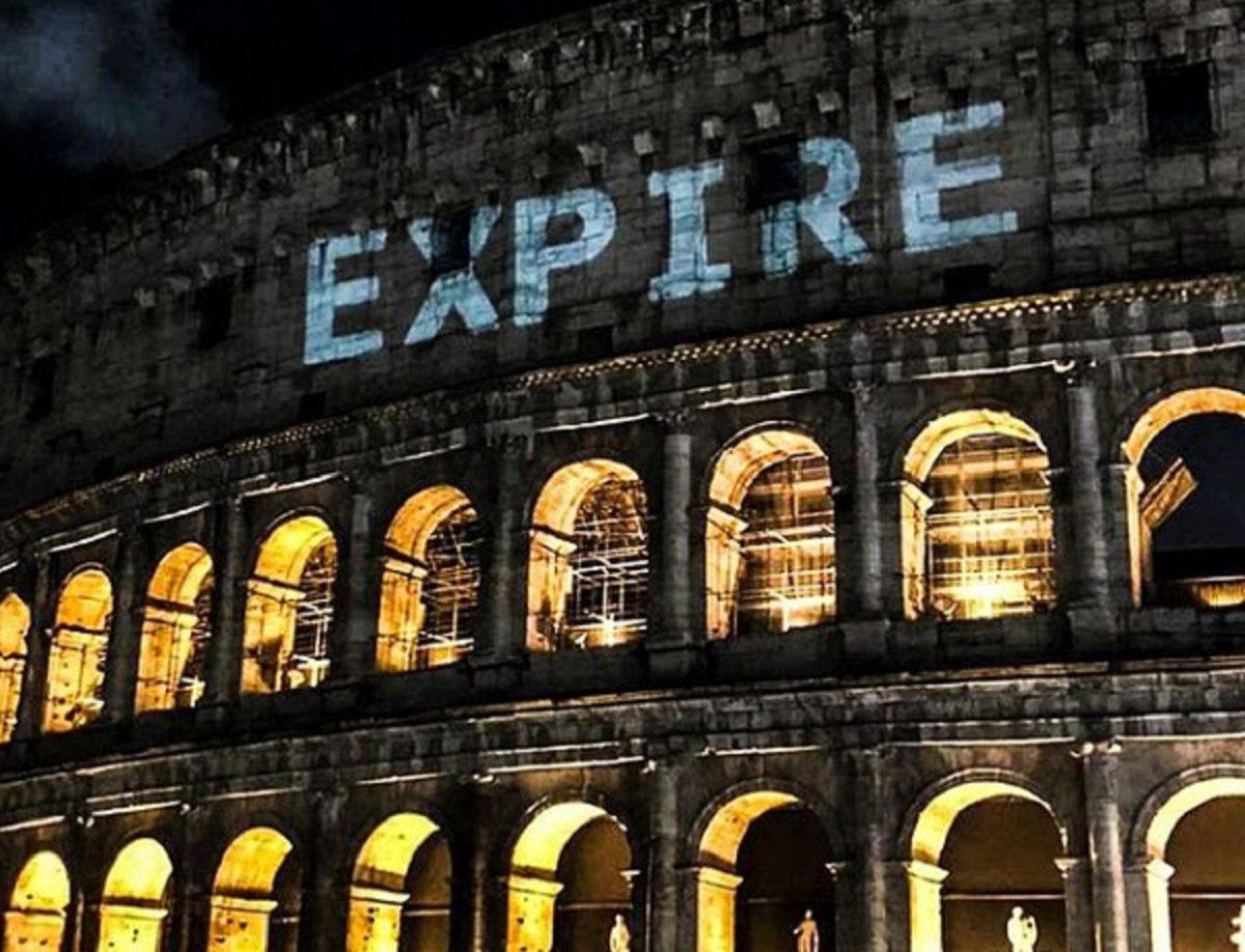 Art Doesn't Expire. Visual bombing sul Colosseo contro la chiusura dei luoghi della cultura
