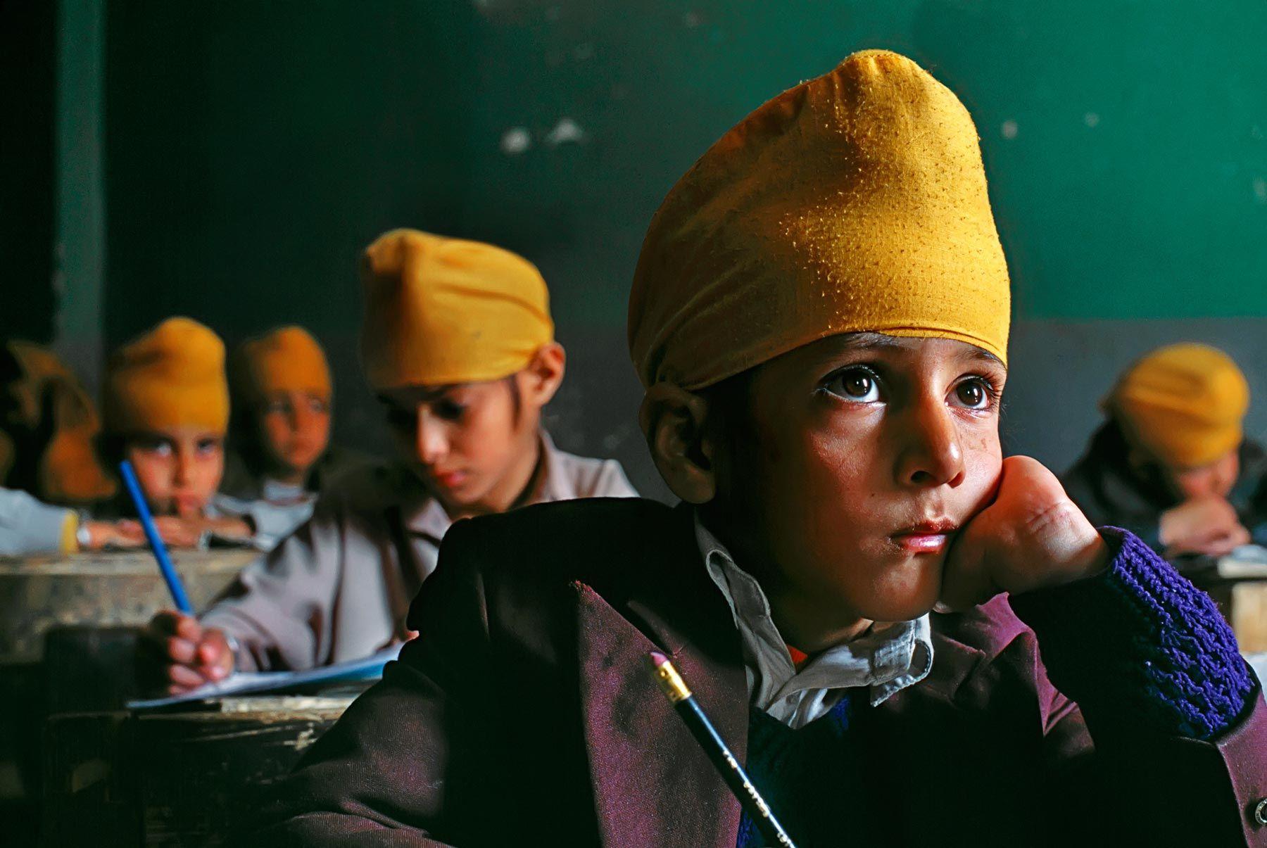 600 scatti Steve McCurry nelle scuole reggiane per incoraggiare l'empatia