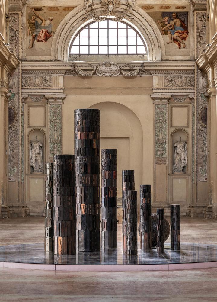 Giorgio Milani, TORRE DI GUTENBERG, 2010, Assemblaggio di caratteri tipografici di legno, dimensione varie