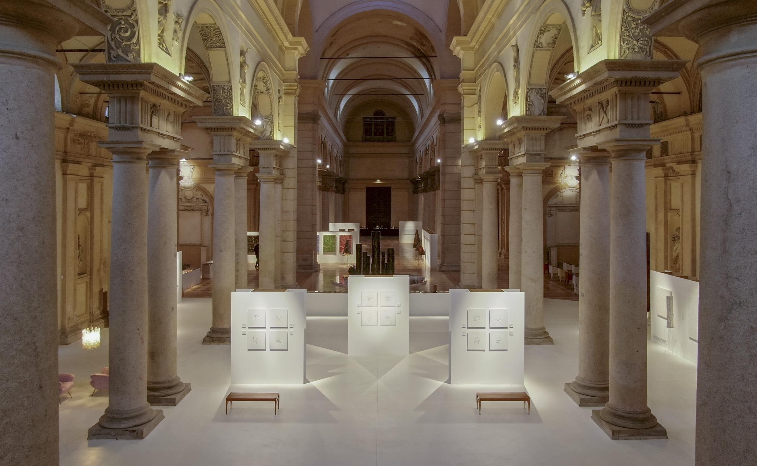 La scrittura rivelatrice di Giorgio Milani in una spettacolare chiesa sconsacrata a Piacenza