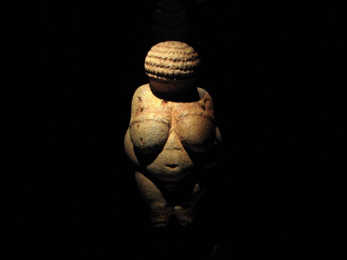 Dalle Veneri paleolitiche alle sportive spartane. La condizione delle donne nell'antichità attraverso celebri reperti