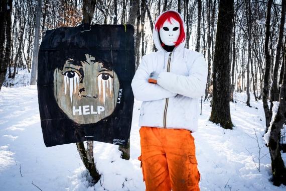 La street artist Laika in Bosnia: quattro opere per denunciare l'emergenza umanitaria