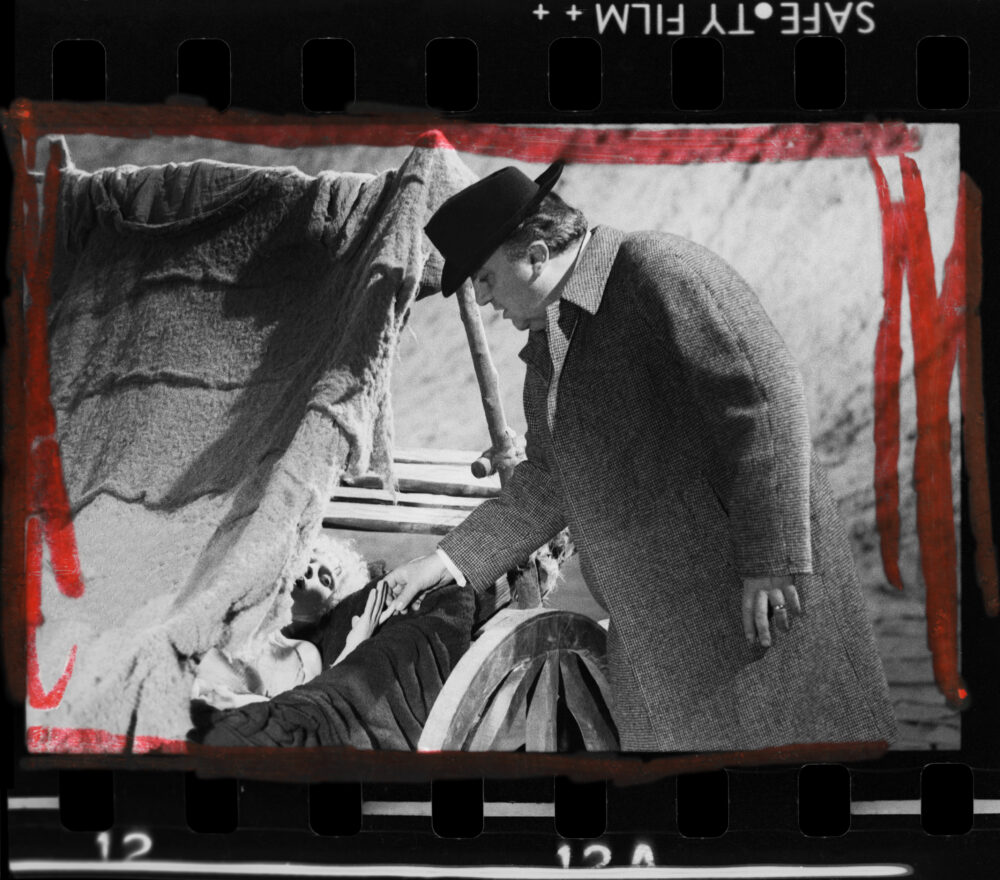 Ri-tratto Rosso – Elisabetta Catalano guarda Federico Fellini