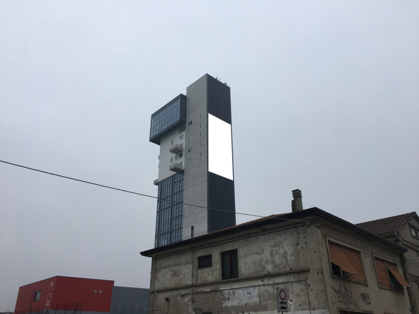 Francesco Piva, Pulsar, 2021, video 600x1200 px, muto, 10'', courtesy la galleria e l'artista