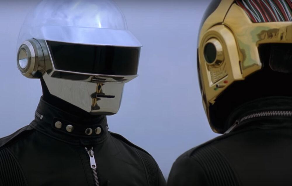 I Daft Punk nel video Epilogue