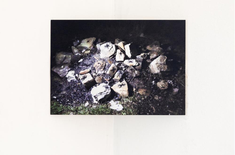10_Francesca Cornacchini_Rituale per lo spirito totem del ragno_Installation view da Primitivo_Shazar Gallery_2018.jpg © credits Danilo Donzelli Photography