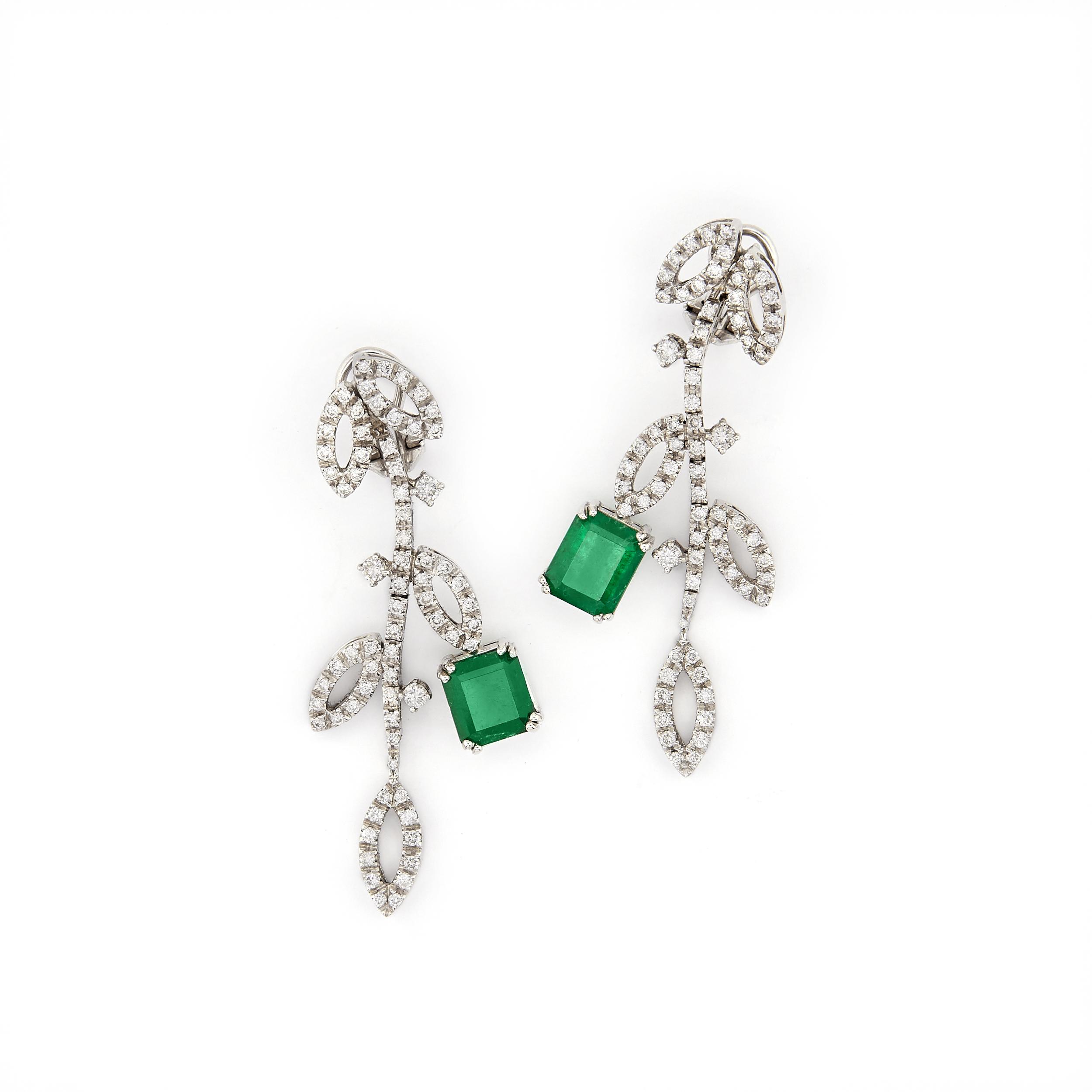 Paio di orecchini pendenti con smeraldi e diamanti (lotto 8, stima 3.800 – 4.200 euro)