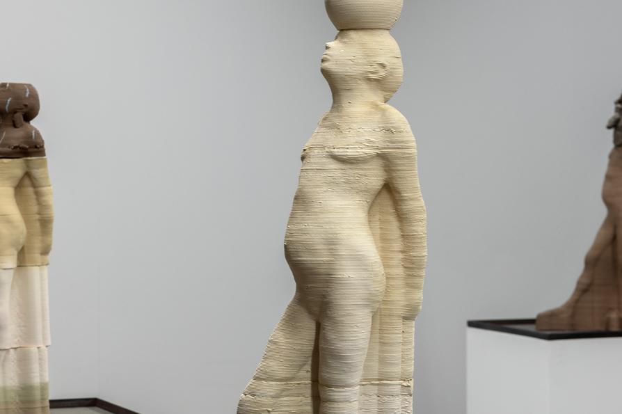 Sculture impregnate di profumo. Le opere di Antoine Renard da Nathalie Obadia a Parigi