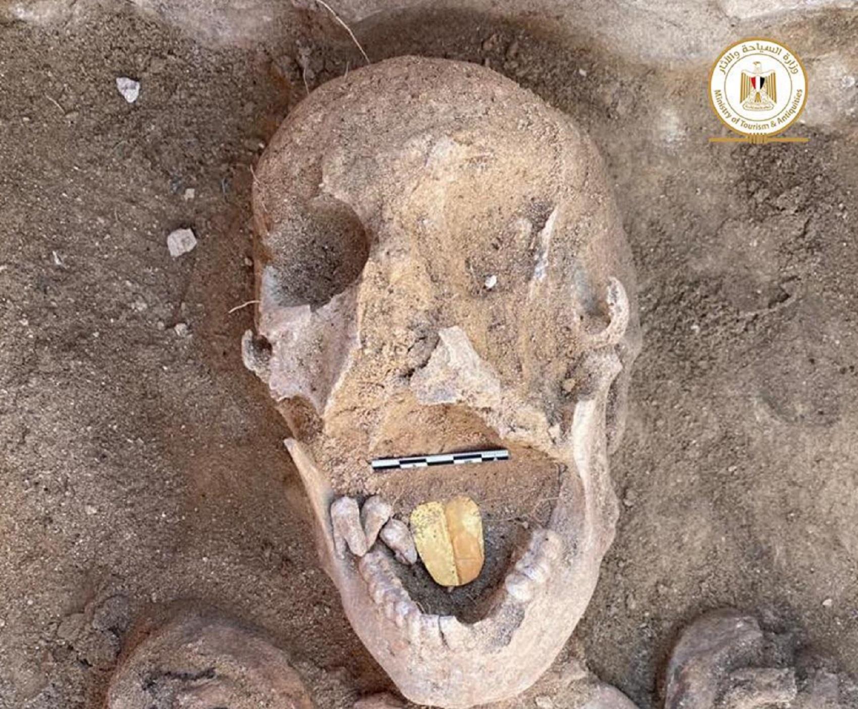 Clamorosa scoperta archeologica. Trovate in Egitto due mummie con la lingua d'oro
