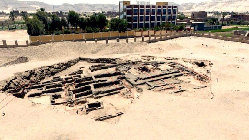 i resti del birrificio scoperto in Egitto (foto Ministry of Tourism and Antiquities)