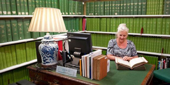 Lynda Mcleod negli archivi di Christies