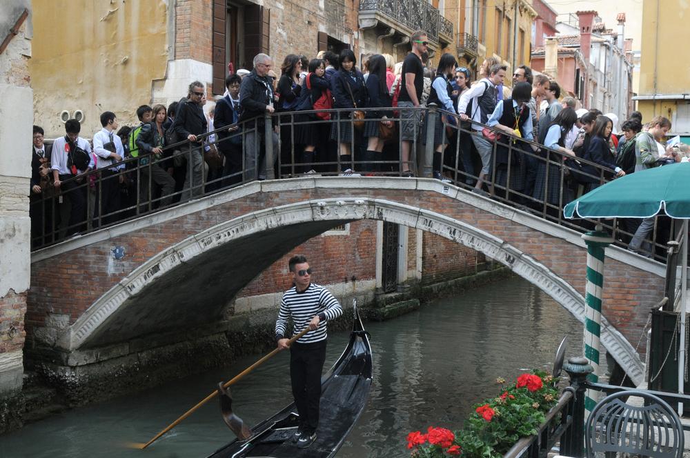 """In questo """"tempo folle"""", Venezia è morta. Occupare la città con benevolenza, un manifesto"""
