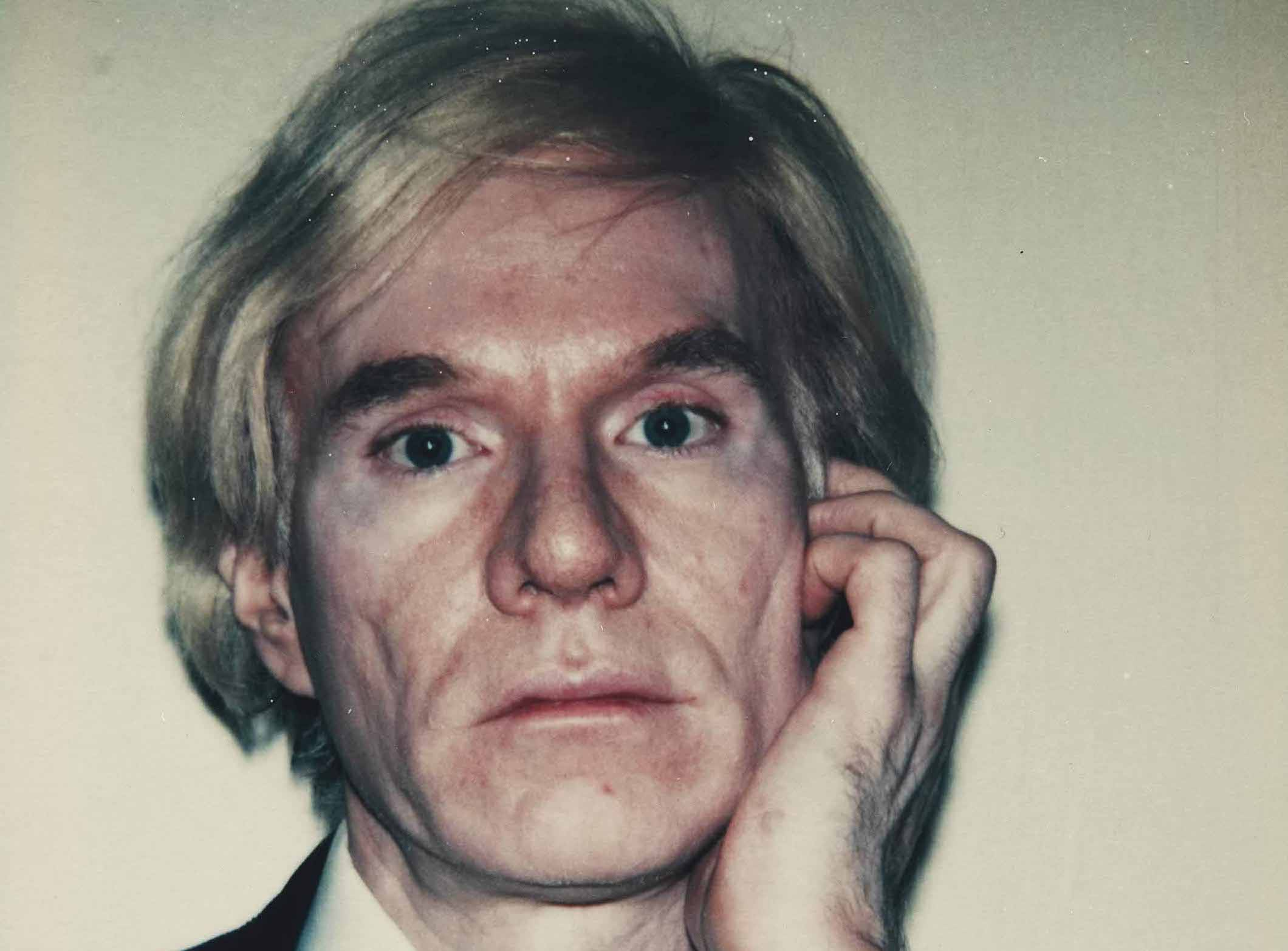 Sotto la superficie niente. Le fotografie di Andy Warhol in mostra a Parigi