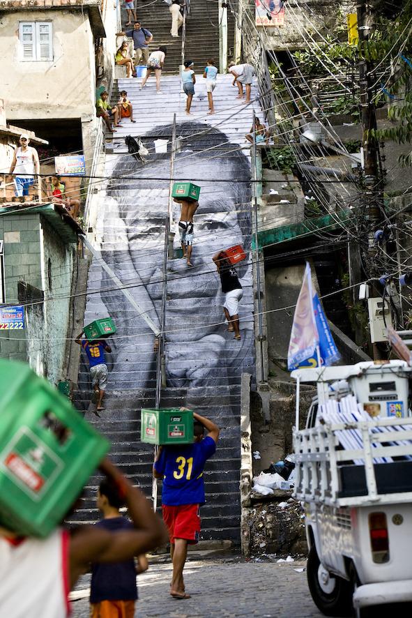 28 Millimètres, Women Are Heroes, Action dans la Favela Morro da Providencia, Escalier, Rio de Janeiro, 2008