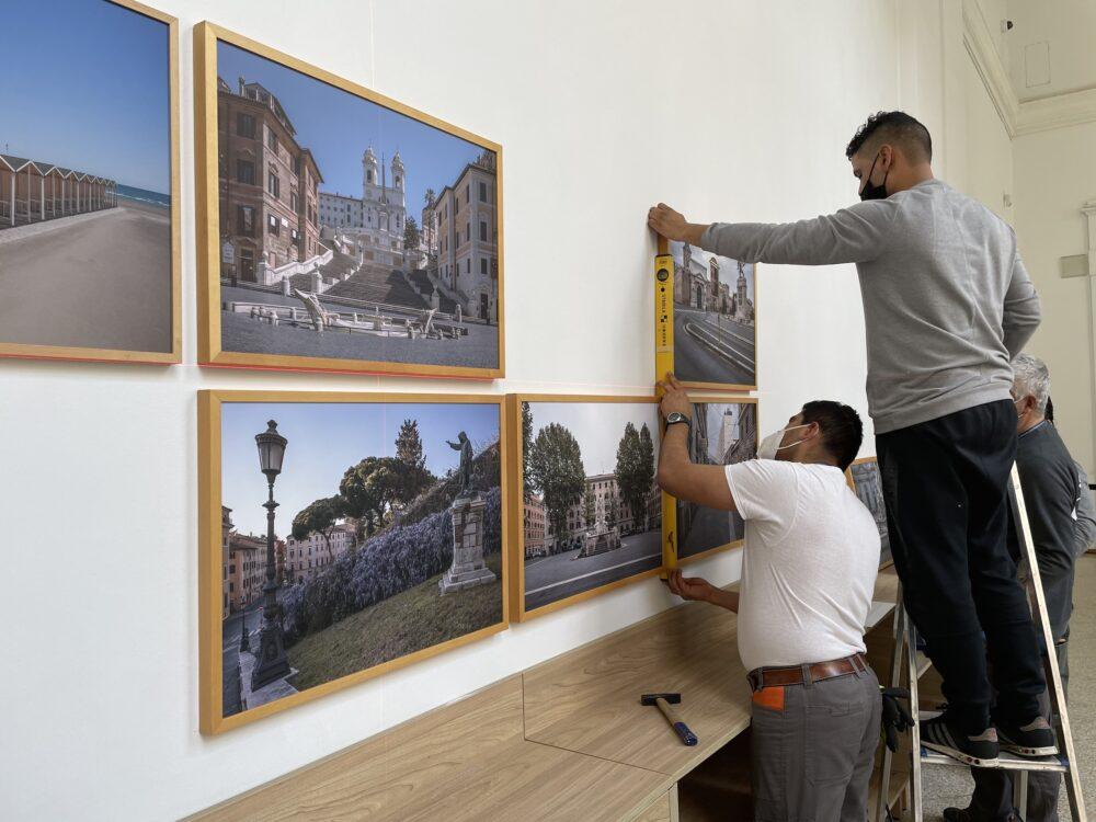 Allestimento della mostra di Anton Giulio Onofri alla Galleria Nazionale