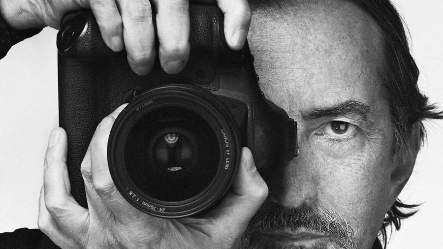 Addio al fotografo Giovanni Gastel. Il covid si porta via un altro maestro