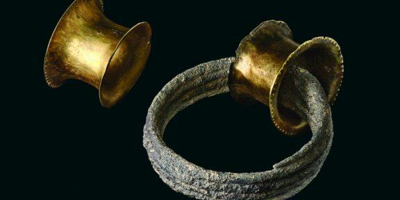 Orecchini d'oro trovati nella tomba di La Almoya, in Spagna (foto Arqueoecologia Social Mediterrània Research Group, Universitat Autònoma de Barcelona)