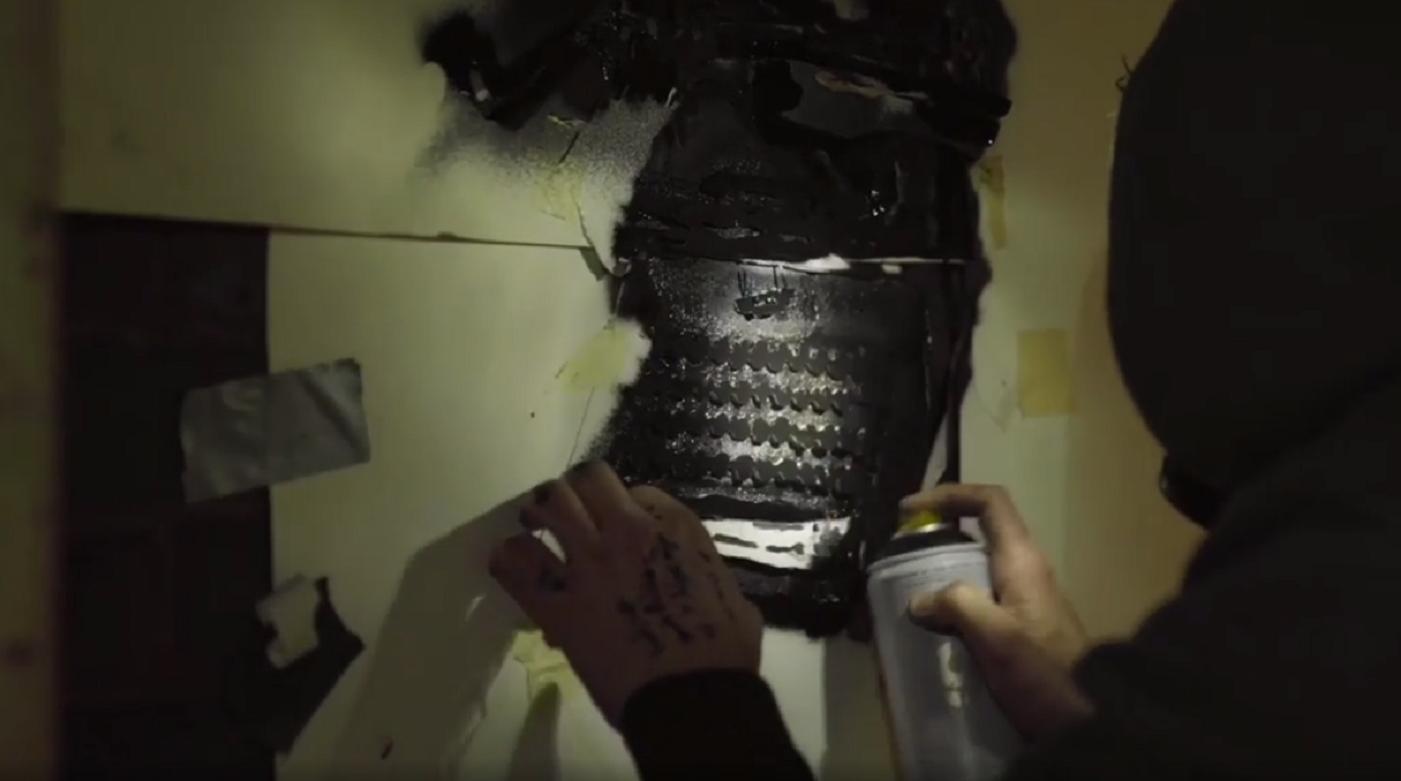 Un video riprende Banksy all'opera: è proprio suo il murale di Reading!