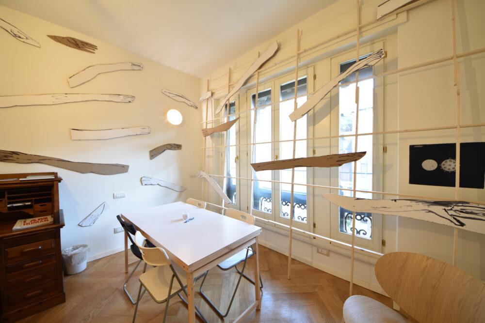 Emporio Centrale, Milano – Torino | Andrea Barzaghi - Installation view, La Redazione, Milano, 2021 - Courtesy Forme Uniche, photo Milano Art Platform