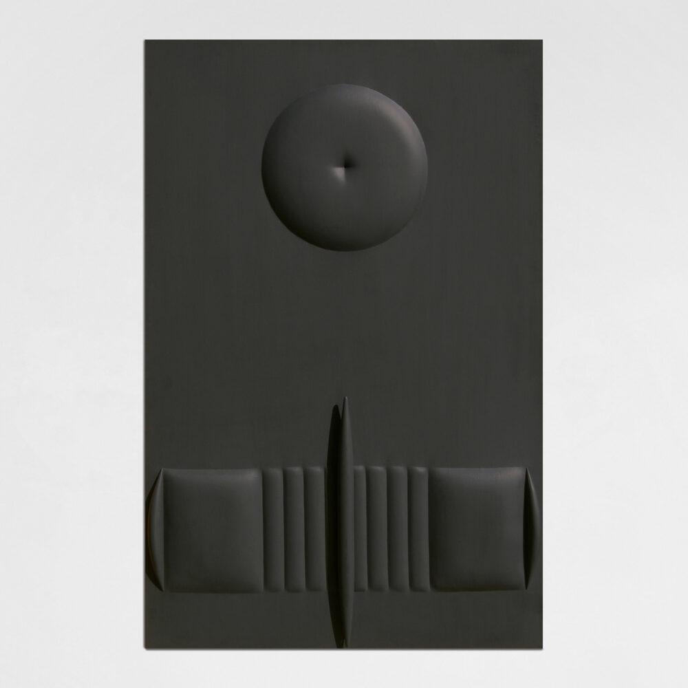 AGOSTINO BONALUMI, Nero, 1964, tela estroflessa e tempera vinilica, 146x97 cm. Opera esposta a Palazzo Reale