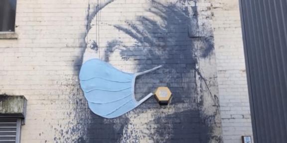 Banksy, murales apparso affianco all'ospedale di Southampton, 2020