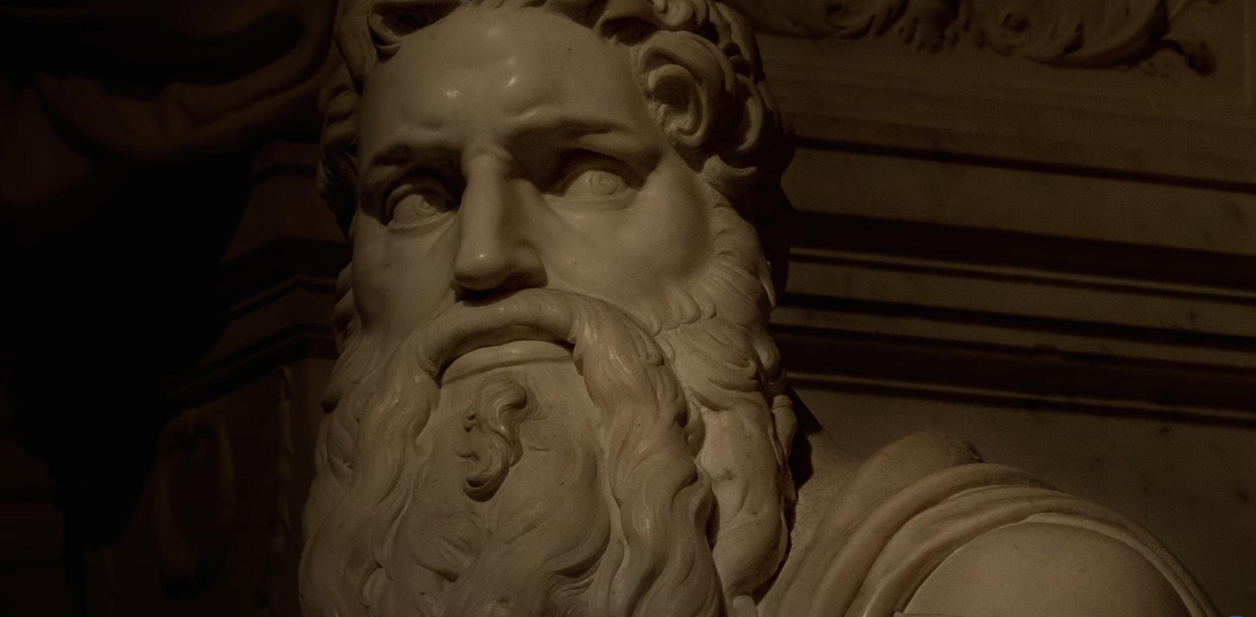 """La luce """"pasquale"""" che bacia Michelangelo a San Pietro in Vincoli VIDEO"""