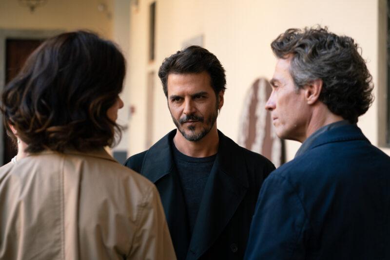 L'attore Mehmet Günsür tra Anna Valle e Alessio Boni, interpreti de La Compagnia del Cigno2, Rai1, Ph Sara Petraglia