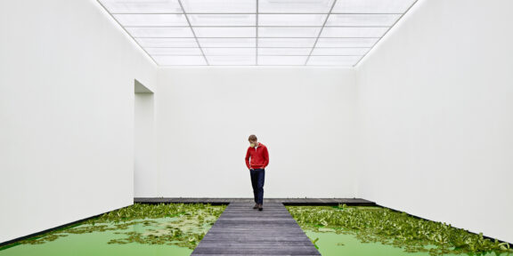 Olafur Eliasson, Life (2021). Installation view: Fondation Beyeler, Riehen/Basel, (2021). Courtesy of the artist; neugerriemschneider, Berlin; Tanya Bonakdar Gallery, New York / Los Angeles. © 2021 Olafur Eliasson. Photo: Mark Niedermann