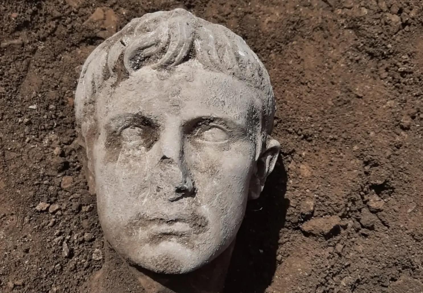 Isernia, che scoperta! Dagli scavi riemerge la testa dell'Imperatore Augusto (che promette sorprese)