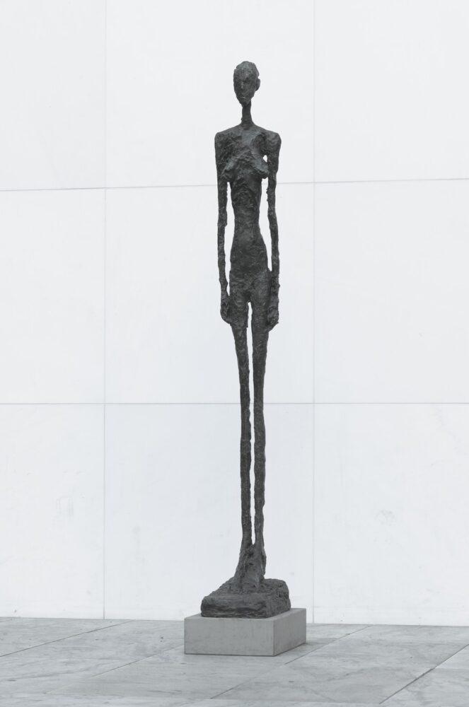 Tall Woman III, di Alberto Giacometti, opera del 1960 nella collezione del presidente di Samsung