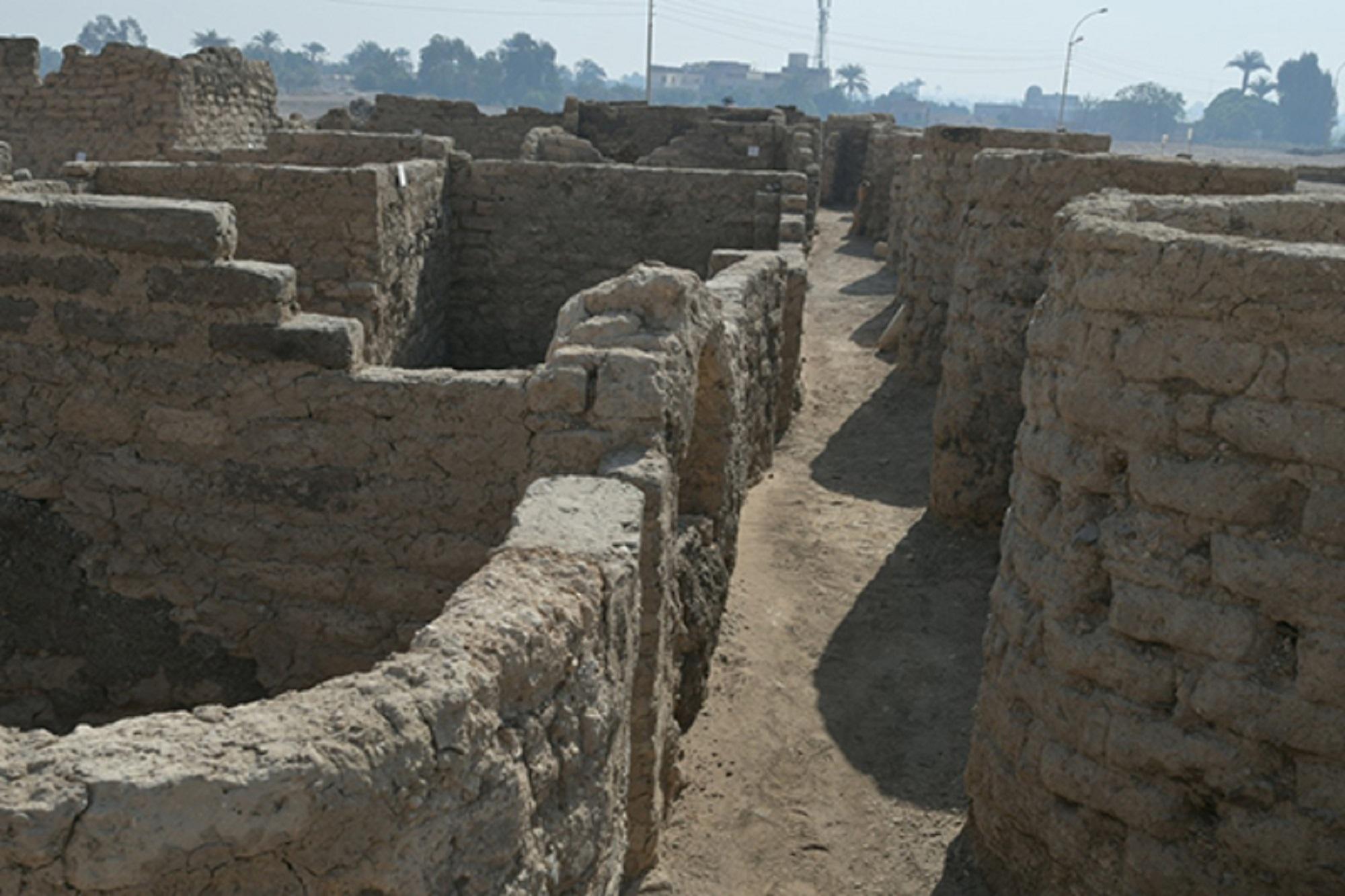 """Egitto, sensazionale scoperta! Riportata alla luce la """"città d'oro"""" di Aten"""