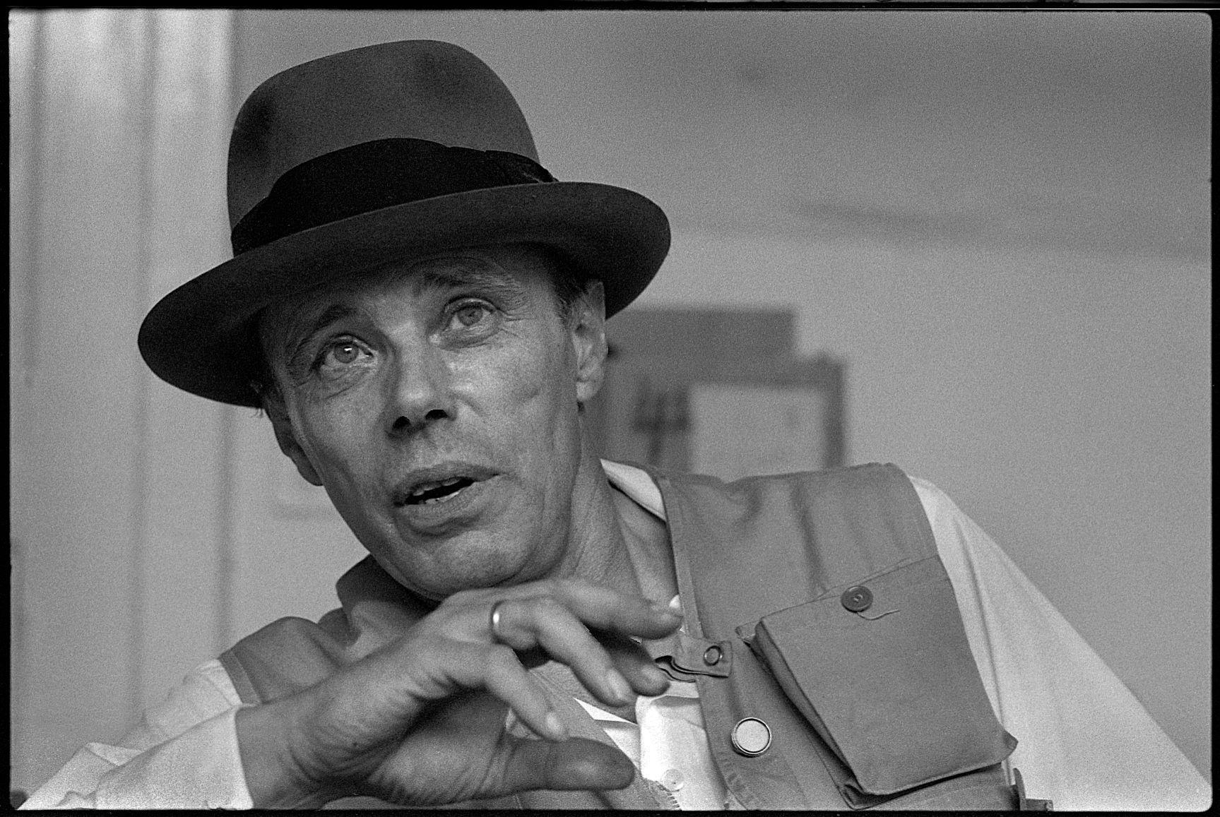 Brescia celebra Joseph Beuys a cento anni dalla sua nascita