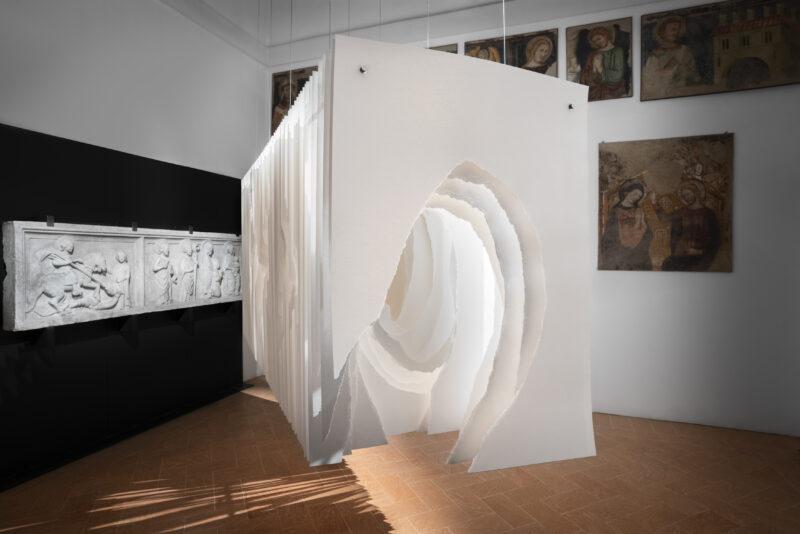 Angela Glajcar Terforation 2009-119, 2009 Carta 300 gr, metallo 140 x 100 x 300 cm Courtesy Marco Emilio Bertona