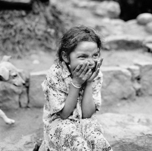"""Chennai, India, 2017 © Christian Tasso """"Mi piace correre nei campi e giocare a nascondino con gli amici. A volte la mamma dice che sono troppo vivace, ma non credo che sia vero"""""""
