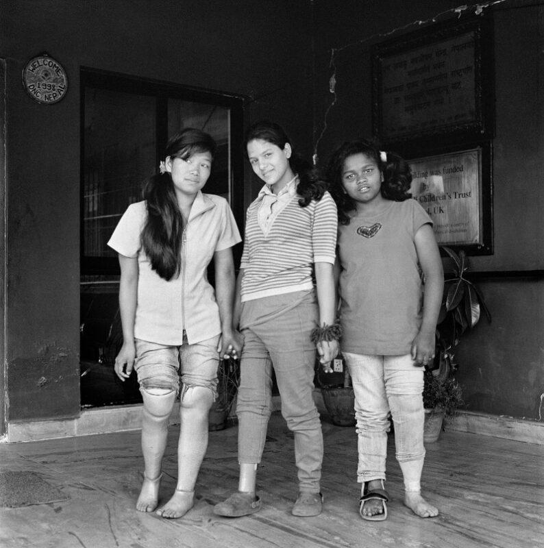 """Kathmandu, Nepal, 2015 """"Siamo unite e ci supportiamo a vicenda; l'amicizia è questo per noi."""" 40 x 40 cm ©Christian Tasso"""