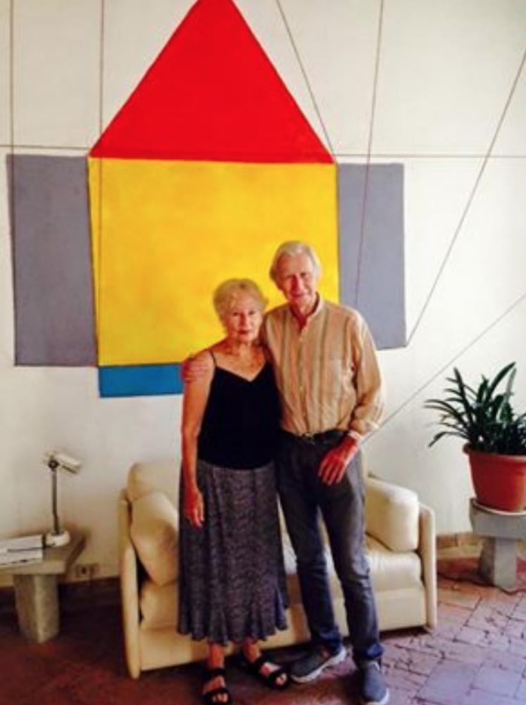 Brian O'Doherty e sua moglie Barbara nella loro Casa Dipinta, a Todi