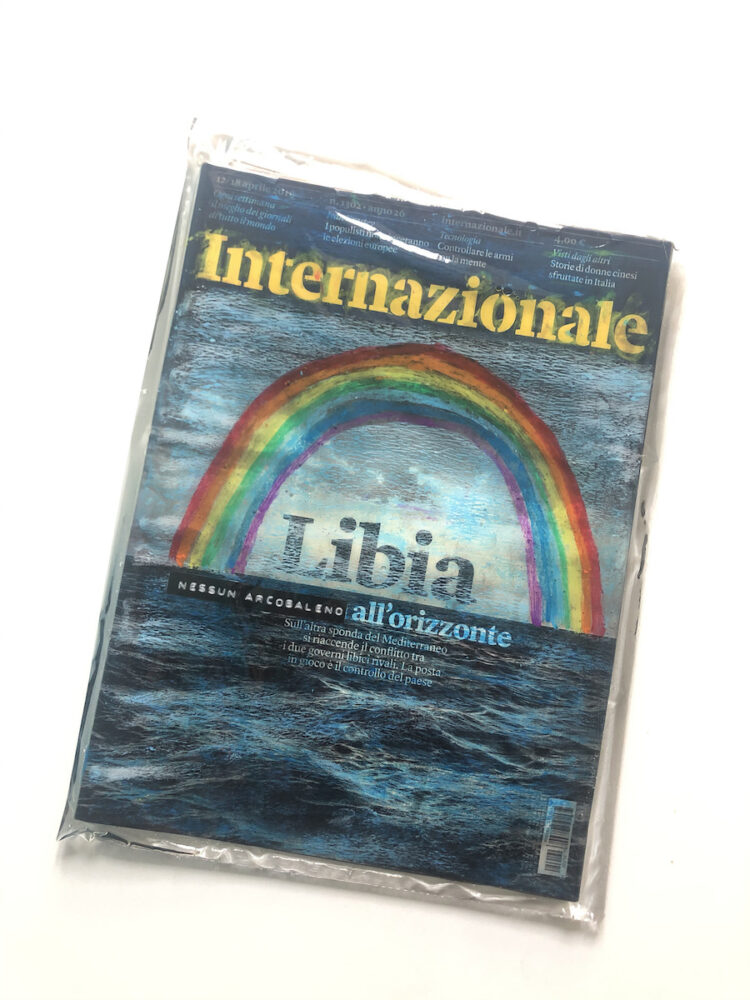 Carlo Marcuccy, All_orizzonte, 2020. Internazionale n.1302, Pastelli a olio, etichette su rivista in resina epossidica, 22x30x1cm. Courtesy l'artista