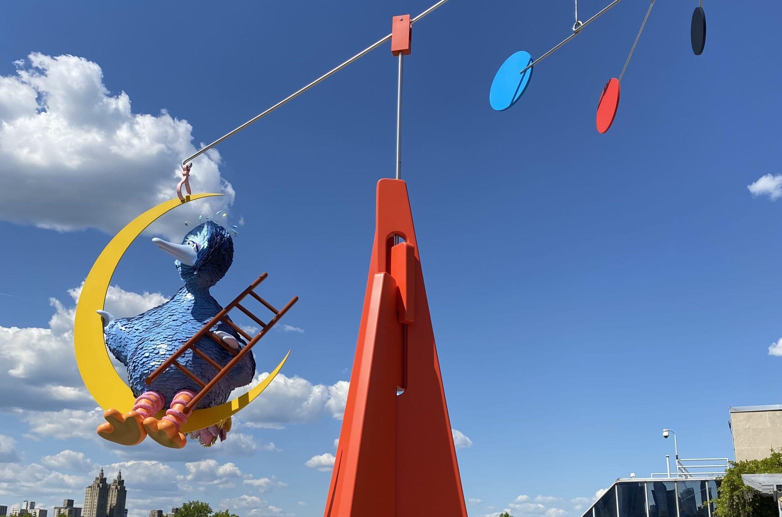 Malinconia e incertezza. Il mega uccello di Alex Da Corte vaga per i cieli di New York