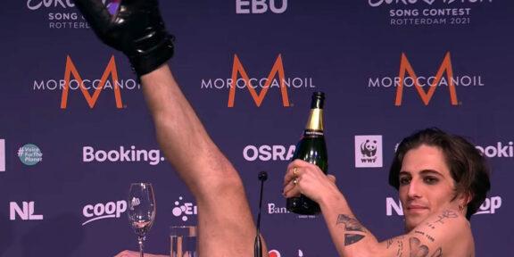 Damiano David dei Maneskin durante la conferenza stampa dell'European Song Contest