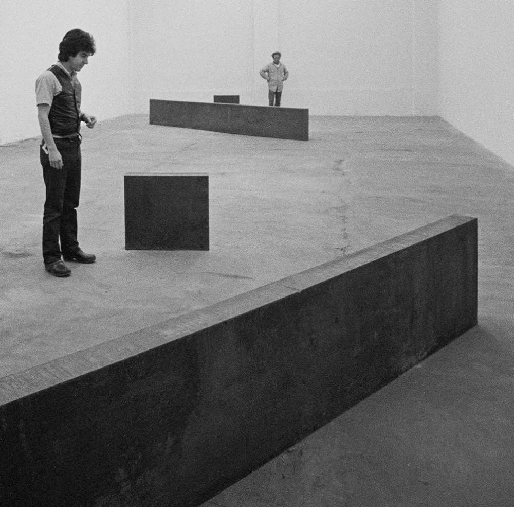 Franco Toselli e sul fondo Richard Serra, 1973, photo © Giorgio Colombo, Milano