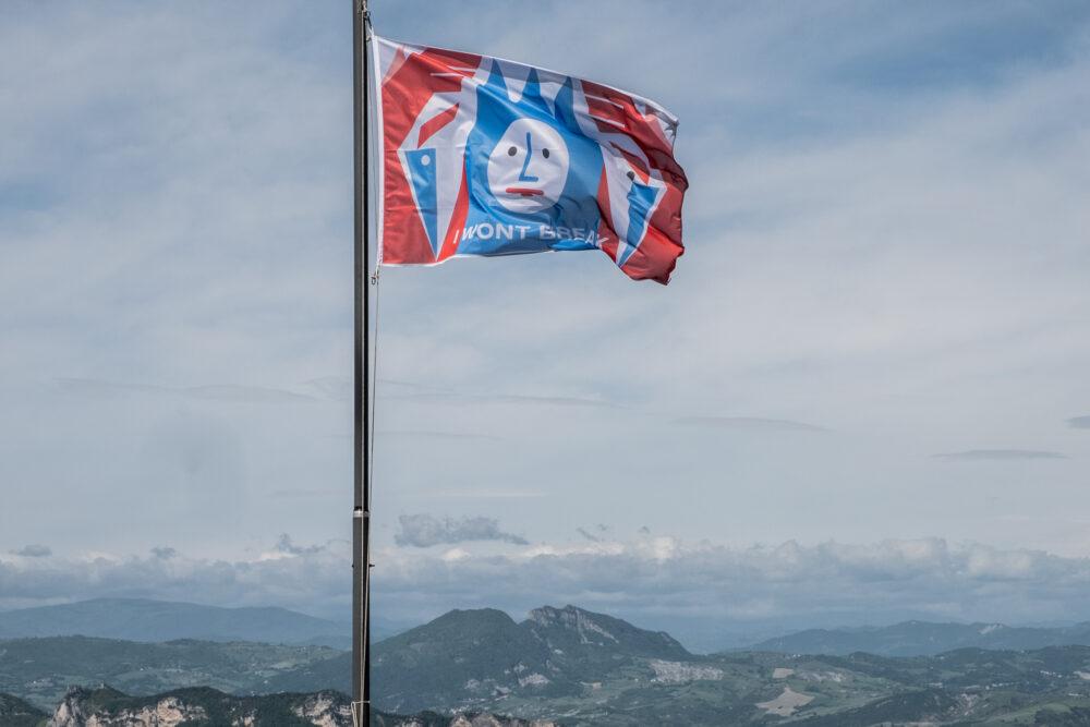 Gašper Kunšič I WONT BREAK, I WONT FALL, I AM TITANIUM (2021) Three flags, digital print on textile Galleria Nazionale, San Marin