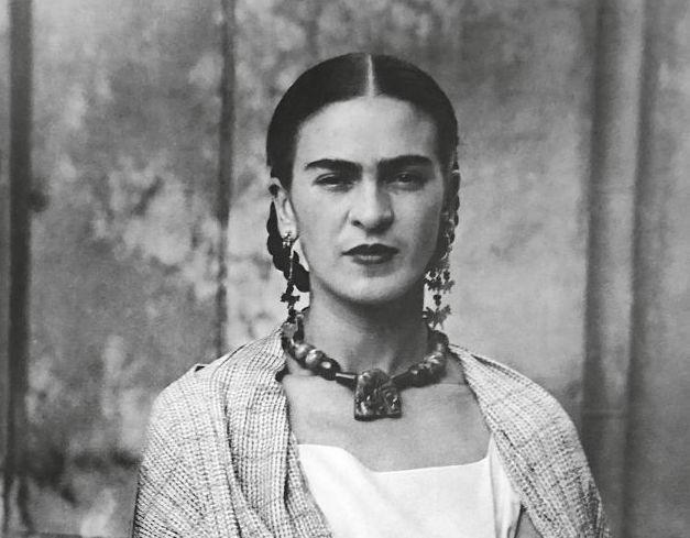 Icona pop. 100 fotografie ripercorrono la vita controcorrente di Frida Kahlo