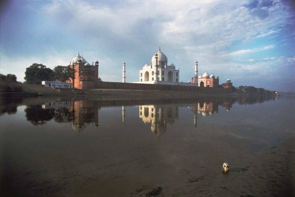 Taj Mahal, Agra, India 1981 © Archivio Mario De Biasi / courtesy Admira, Milano