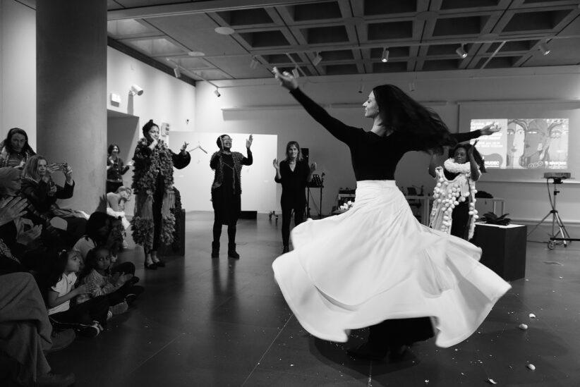 """Neslihan Yilmazel, Collettivo Internazionale """"Poetry is my passion"""", 2020 (Crediti fotografici © Pino Montisci)"""