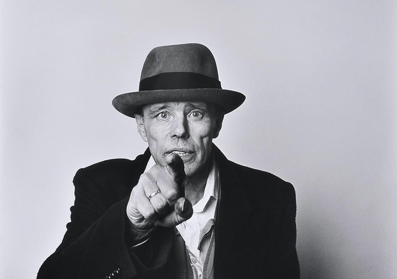 """""""Ognuno di noi è un artista"""". In memoria di Joseph Beuys, nato cent'anni fa"""