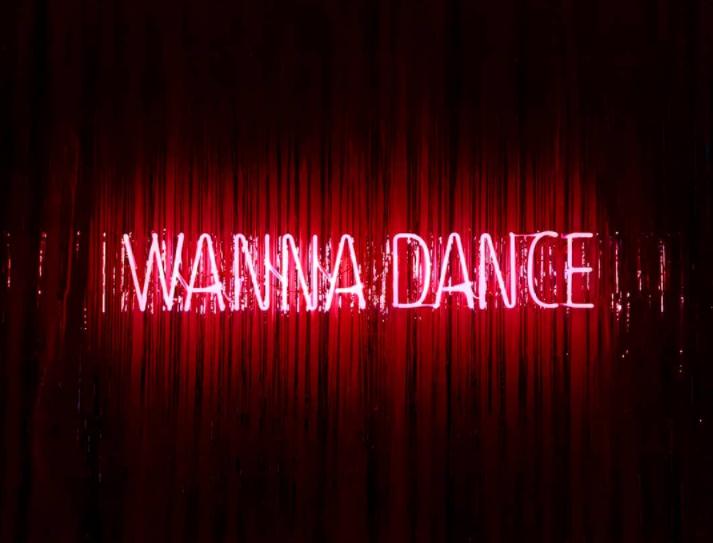 Wanna Dance, neon, suoni, collage. A Milano la rievocazione del mitico Club 30