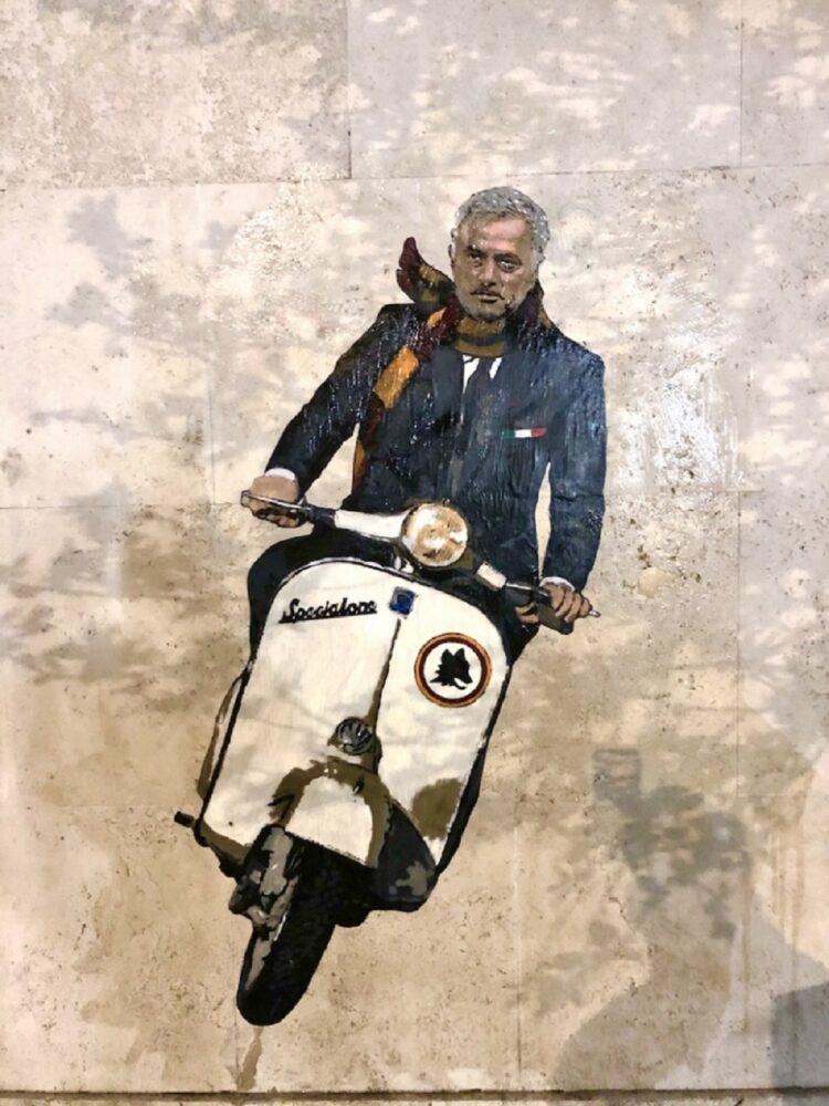 murale a Roma dedicato a Mourinho in versione Vacanze Romane